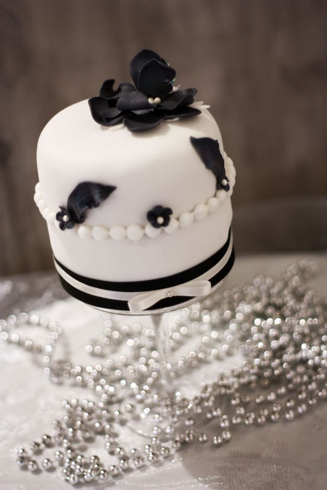 Мини декориран торта с фондан за сладък бар