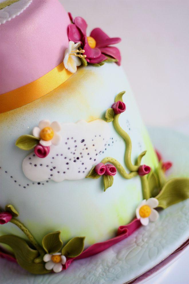 Торта за детски рожден ден на момиче с цветя и панделка