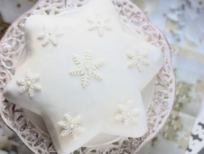 Коледна торта със снежинки