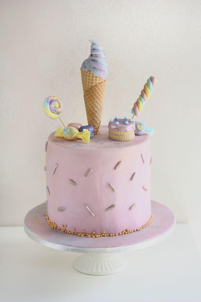 Детска торта за момиче с лакомства торта и сладолед