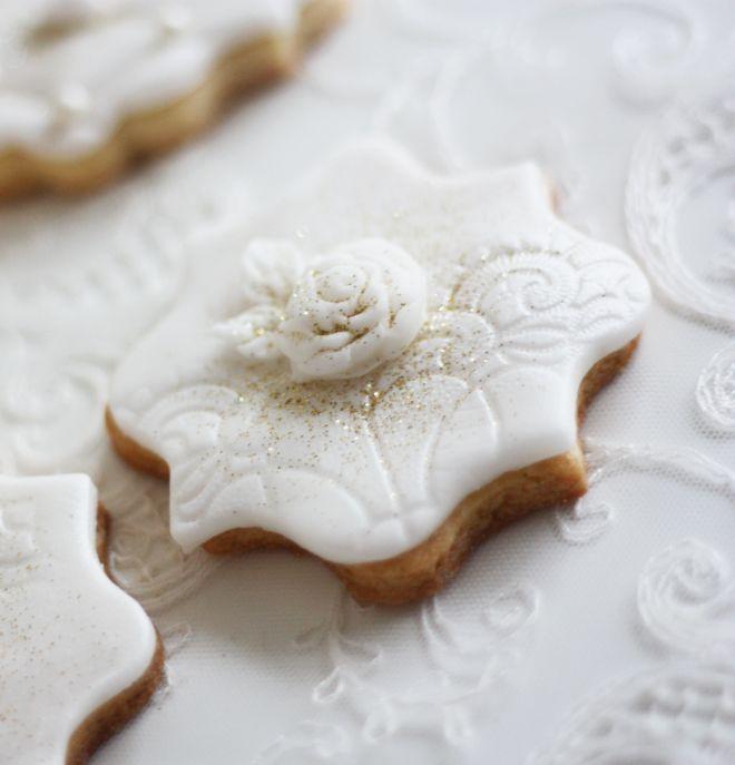 Сватбени бисквити с декорация