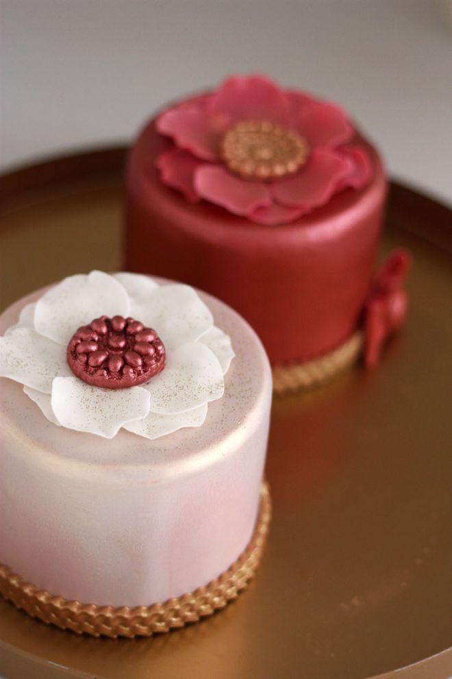 Мини декорирани торти с фондан за сладък бар