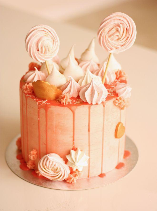 Детска торта с целувки и близалки