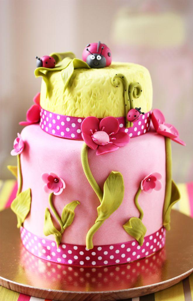 Детска торта за момиче с калинки и цветя