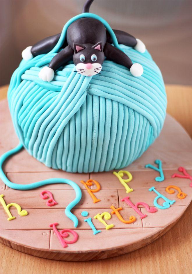 Детска торта с коте и кълбо прежда