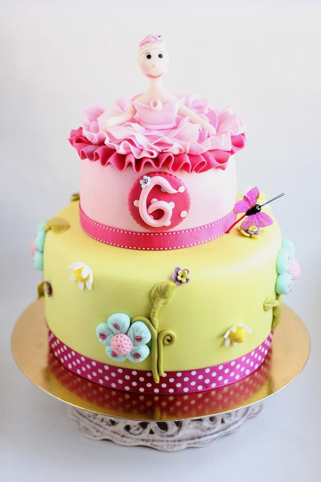 Цветна торта с балерина и цветя