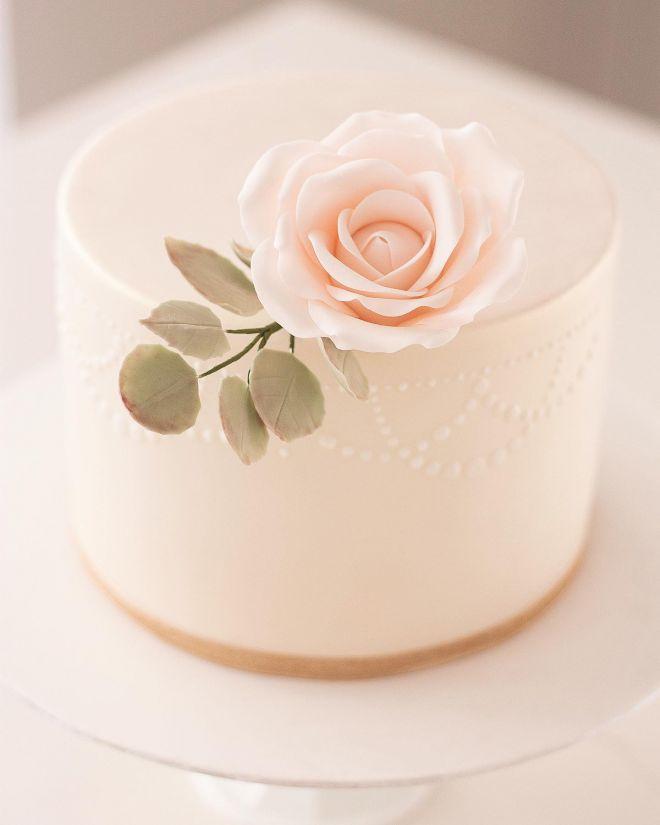 Торта за рожден ден с роза
