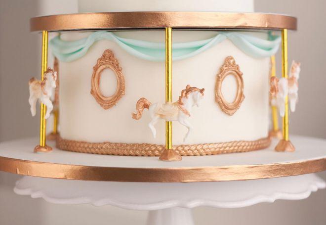 Торта за рожден ден Карусел въртележка кончета