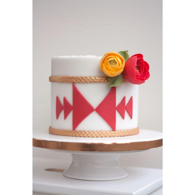 Торта за рожден ден с шевица и цветя