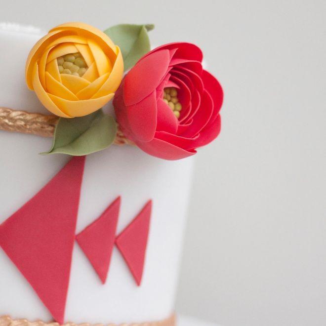 Торта за рожден ден с шевица канатица и цветя