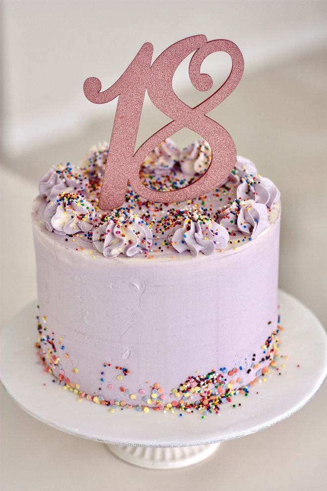 Торта за рожден ден маслен крем и топер