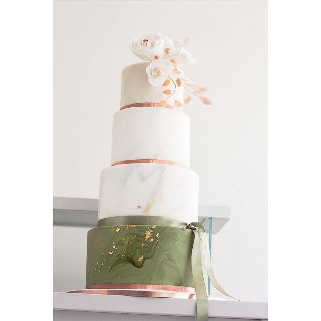 Сватбена торта на четири етажа с фондан