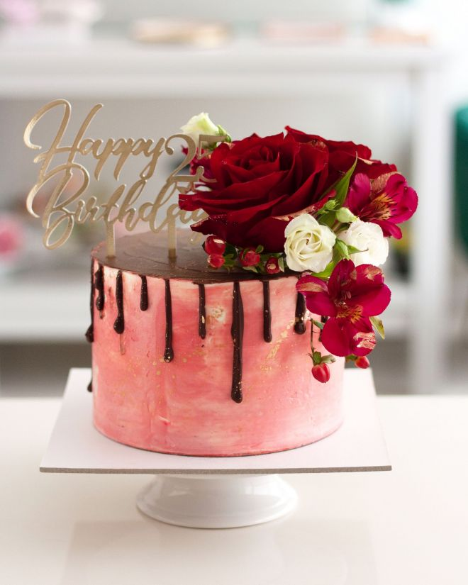 Торта за рожден ден с естествени цветя