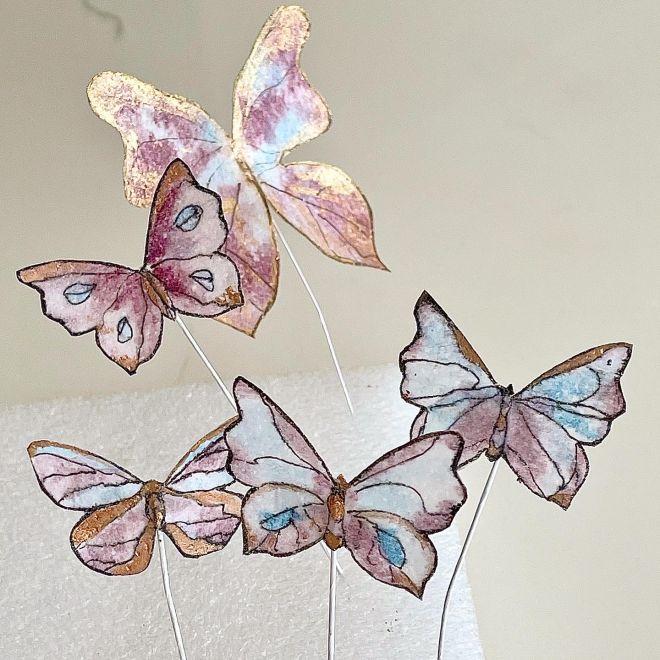 Торта за рожден ден с пеперуди от вафлена хартия