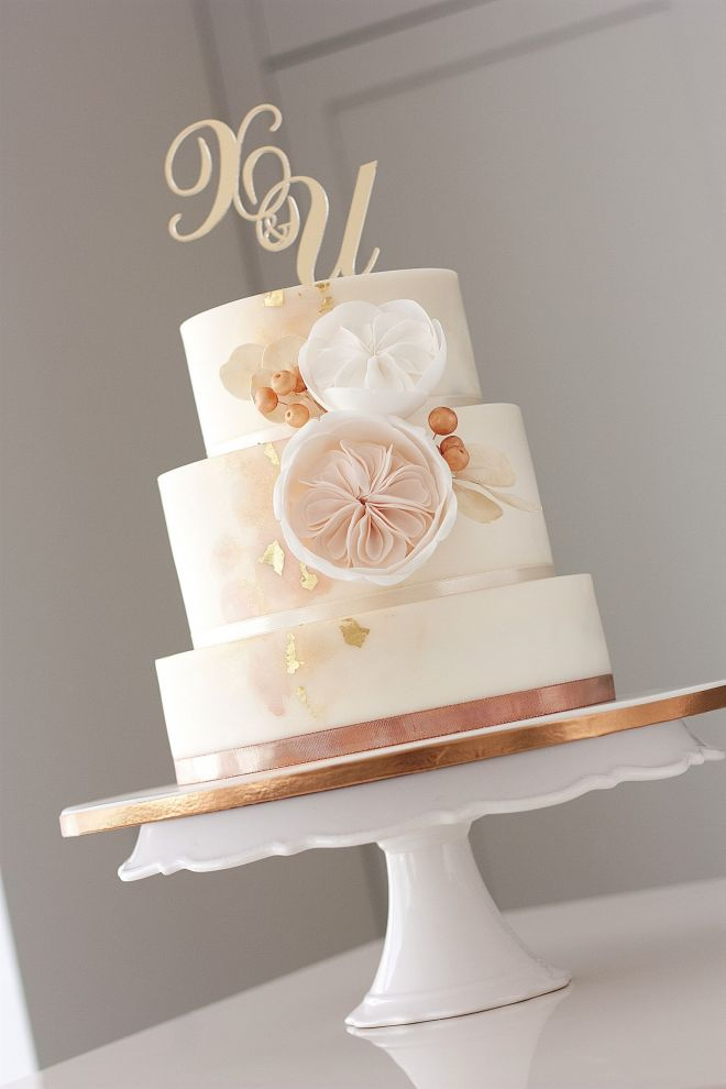 Сватбена торта с цветя