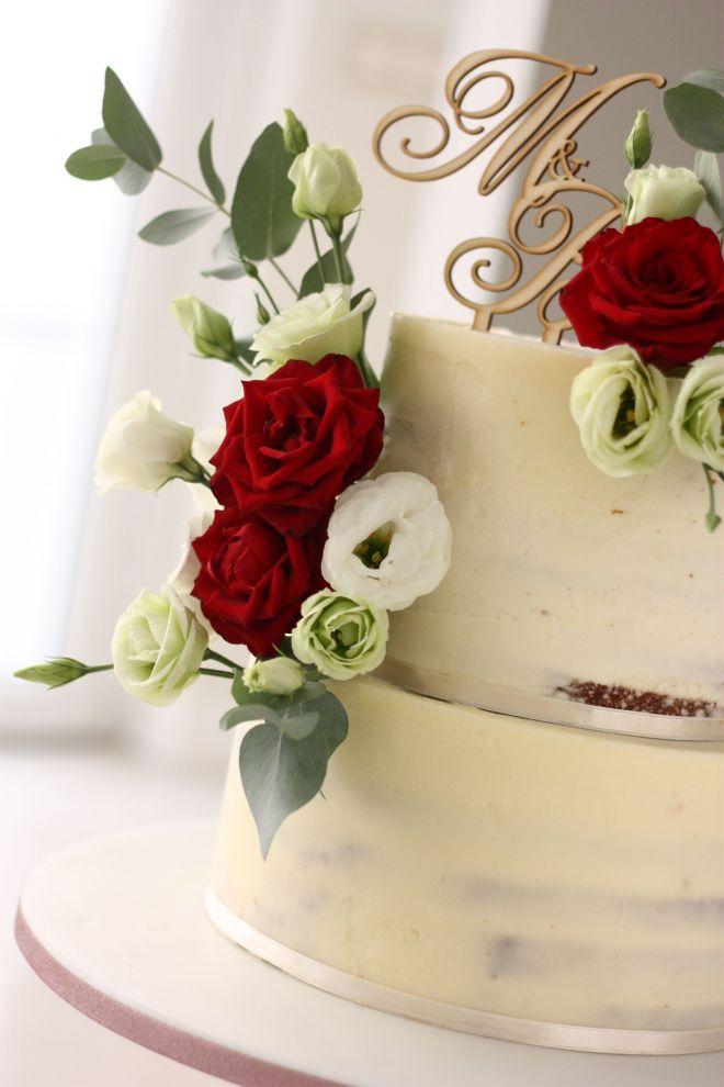 Сватбена гола торта с естествени цветя