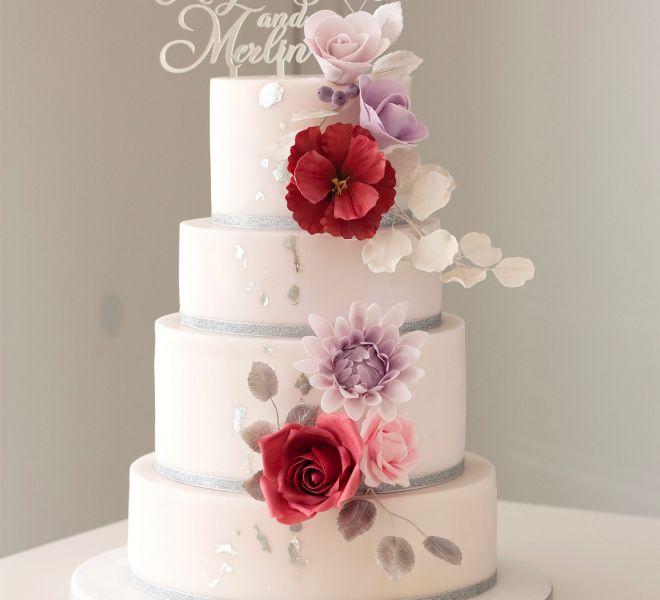 Сватбена торта в цвят лавандула бургунди и сребро